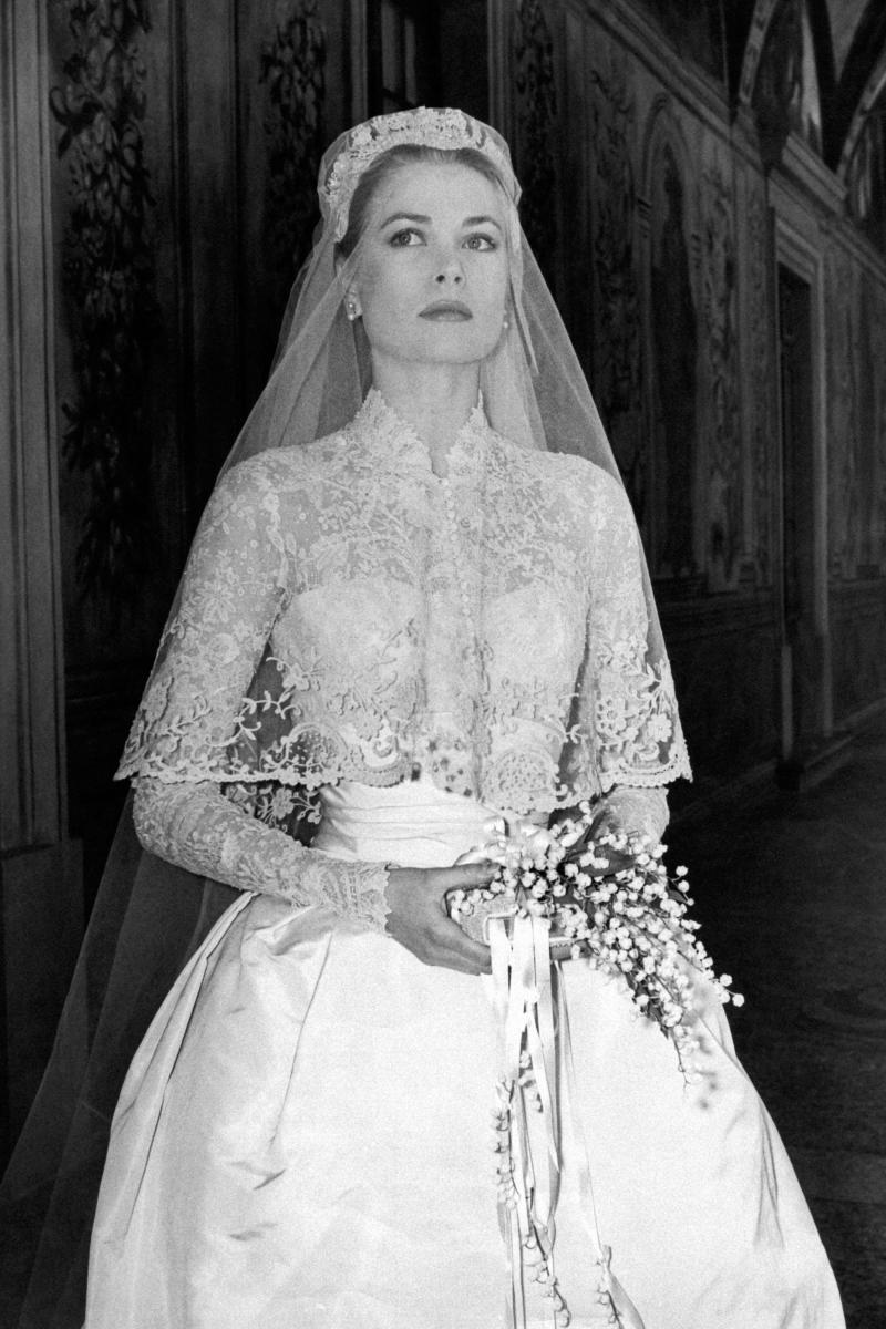 dfe3dd793d Why Grace Kelly Wore a Gorgeous Circular Veil on Her Wedding Day