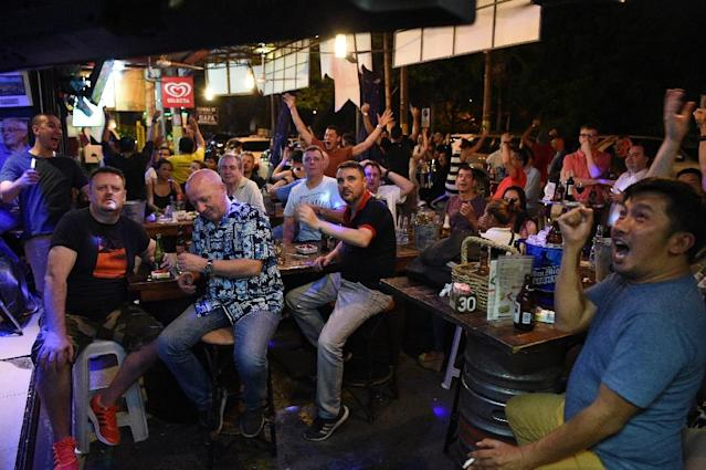 Fans in a Manila bar cheer as France and Argentina square off in the World Cup (AFP Photo/TED ALJIBE)