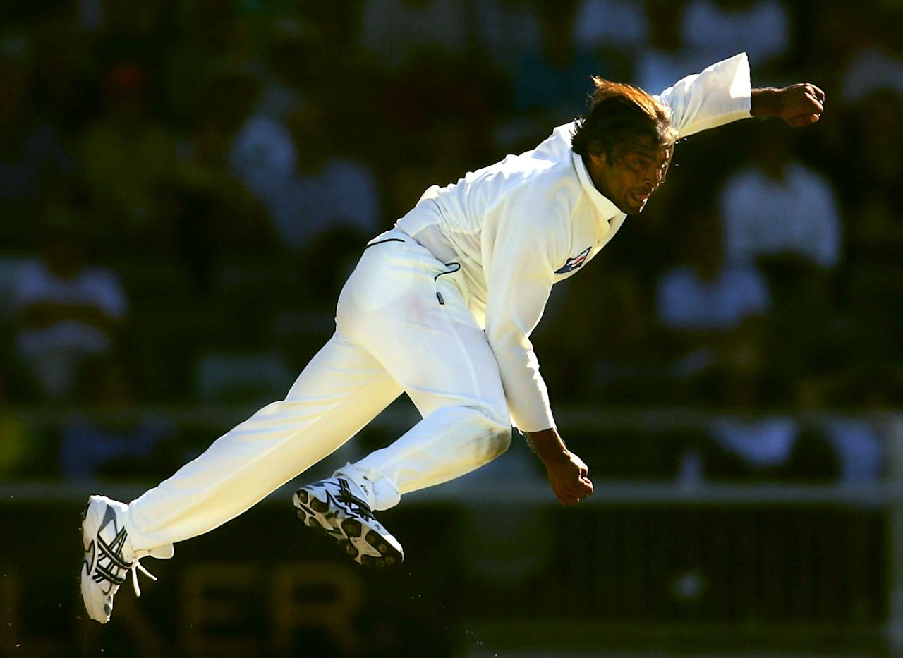 PERTH, AUSTRALIA - DECEMBER 16: Shoaib Akhtar of Pakistan in action during day one of the First Test between Australia and Pakistan played at the WACA on December 16, 2004 in Perth, Australia.  (Photo by Ryan Pierse/Getty Images)