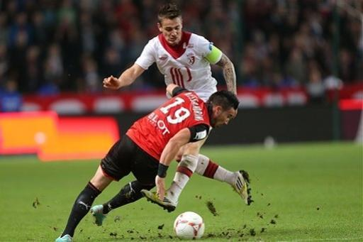 French forward Romain Alessandrini of Rennes challenges for the ball with Lille's defender Mathieu Debuchy during their french League One soccer match in Rennes, western France, Friday, Sept. 28, 2012. (AP Photo/David Vincent)