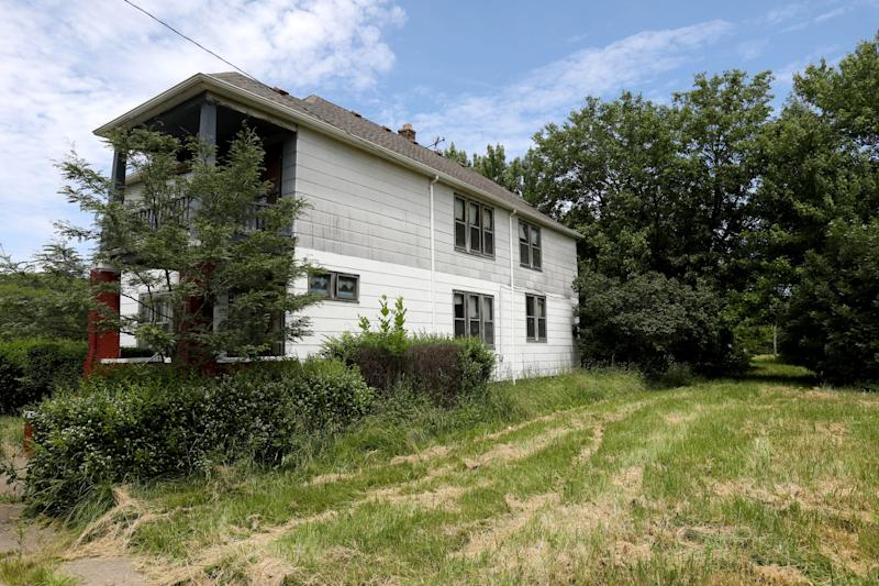 The house in Detroit belonged to sisters Sally and Lorraine Honeycheck. As Linda Kajma described the situation,