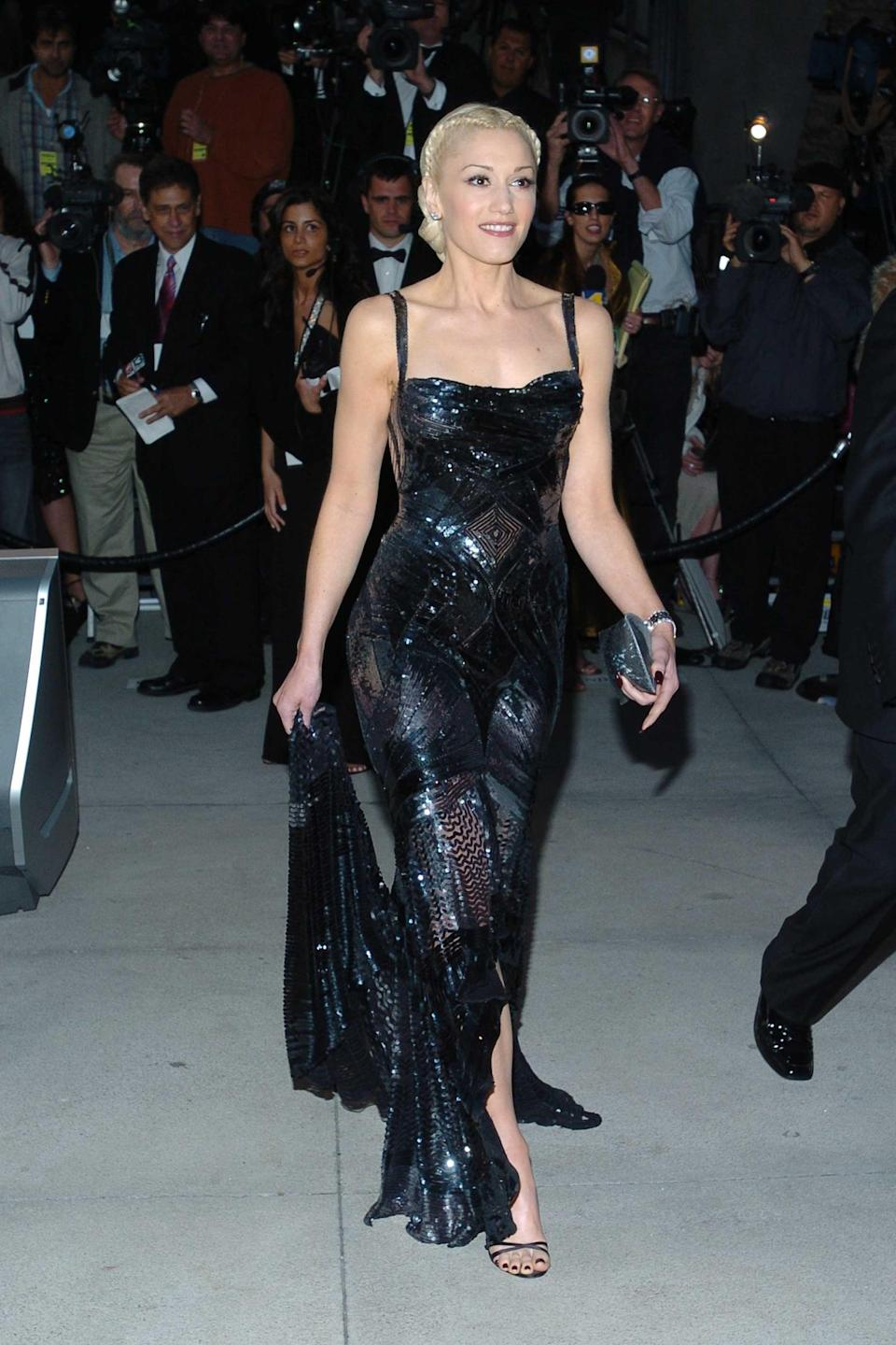 <p>At the <strong>Vanity Fair</strong> party in 2005, Gwen wore this Versace number with a minimalist little sandal - the dress didn't call for more than that.</p>