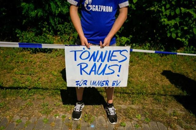 "A Schalke fan holds a placard reading ""Toennies out"" during Saturday's protests against club chairman Clemens Toennies who has resigned. (AFP Photo/SASCHA SCHUERMANN)"