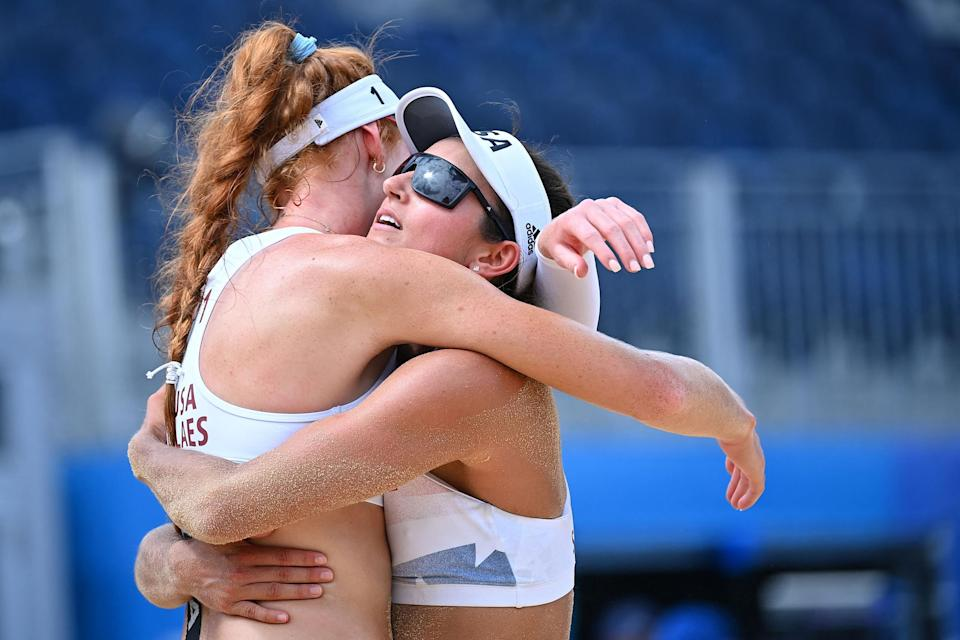 Image: Kelly Claes and USA's Sarah Sponcil (Loic Venance / AFP - Getty Images)