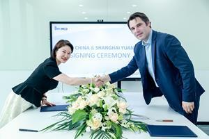 In photo 2, from left to right: • Sherry Li, owner and general manager of Shanghai Yuanhe Chemicals •;  Andreas Igerl, Managing Director of IMCD China