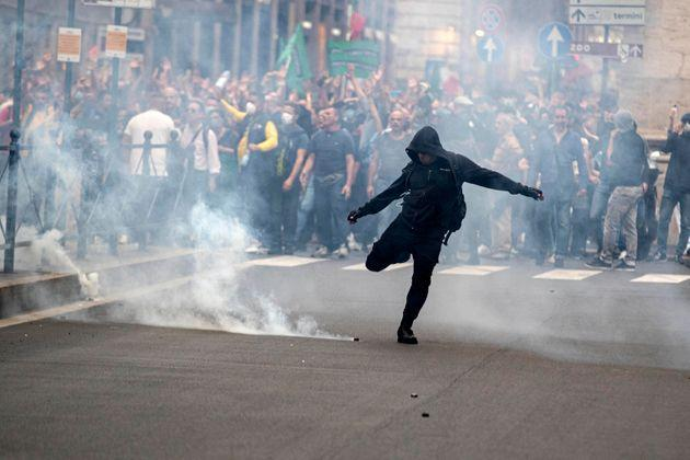 A moment of the clashes between the Police and the
