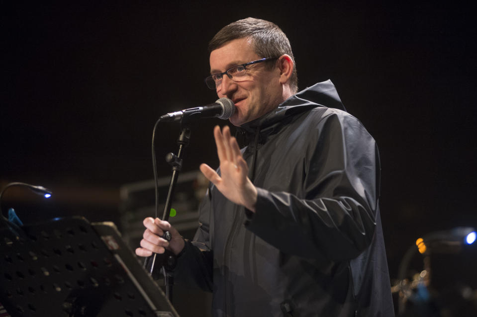 BADALONA, SPAIN - APRIL 16: Paul Heaton performs on stage during Blues i Ritmes Festival at Teatre Principal on April 16, 2016 in Badalona, Spain. (Photo by Jordi Vidal/Redferns)