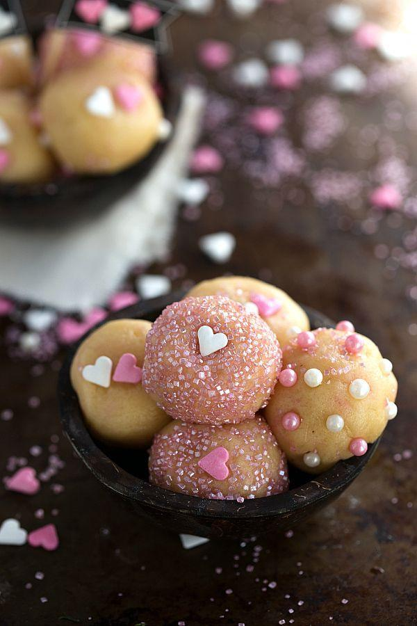 "<p>All the sugar cookie goodness without ever having to turn on your oven.</p><p>Get the recipe from <a href=""http://www.chelseasmessyapron.com/no-bake-sugar-cookie-bites/?utm_source=feedburner&utm_medium=email&utm_campaign=Feed:+ChelseasMessyApron+(Chelsea%27s+Messy+Apron)"" rel=""nofollow noopener"" target=""_blank"" data-ylk=""slk:Chelsea's Messy Apron"" class=""link rapid-noclick-resp"">Chelsea's Messy Apron</a>.</p>"