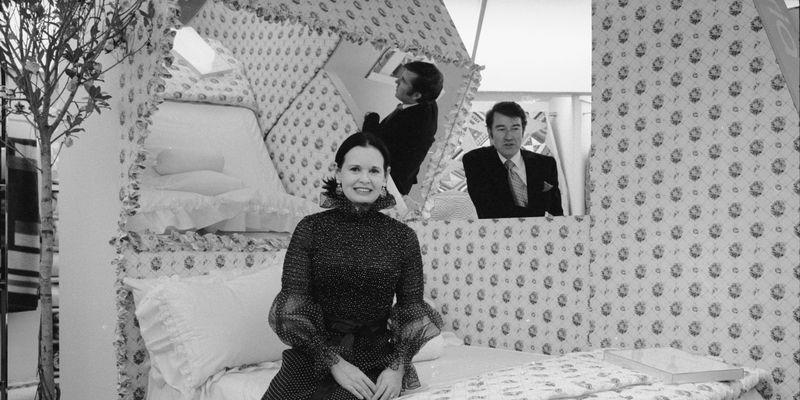 <p>There was a time when ceiling mirrors were considered chic—even Gloria Vanderbilt had one! But in 2019, this look often comes off as cheesy.</p>