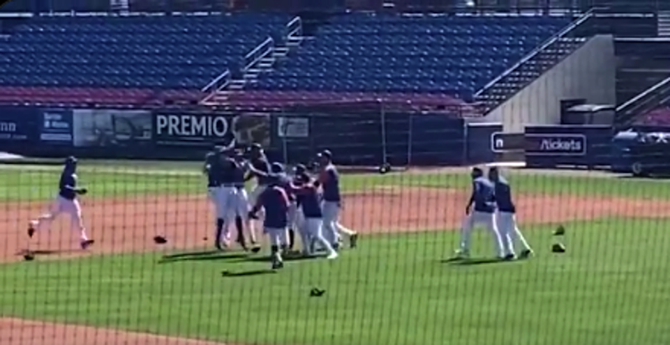 Mets run World Series celebration simulation during practice