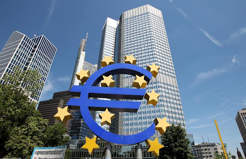 The US urges Europe to do more to stimulate economic growth (AFP Photo/Daniel Roland)