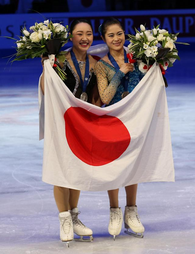 Figure Skating - World Figure Skating Championships - The Mediolanum Forum, Milan, Italy - March 23, 2018 Japan's Wakaba Higuchi (L) and Satoko Miyahara pose with their medals after winning silver and bronze in the Ladies Free Skating REUTERS/Alessandro Bianchi