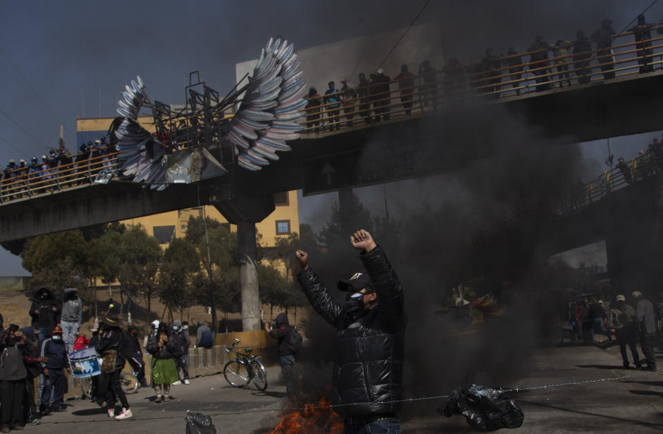 People protest the postponement of the presidential election in El Alto, Bolivia, Monday, Aug.10, 2020. Citing the ongoing new coronavirus pandemic, Bolivia's highest electoral authority delayed presidential elections from Sept. 6 to Oct. 18, the third time the vote has been delayed. (AP Photo/Juan Karita)