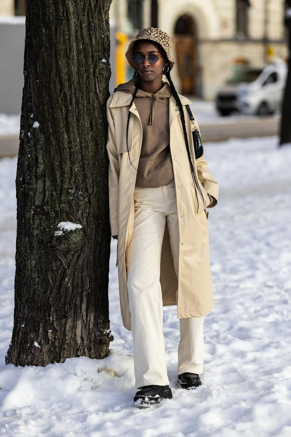<p>Go for outerwear in shades like taupe, oatmeal, and ivory, and introduce a touch of leopard to tie them together in the form of a bag or a hat.</p>