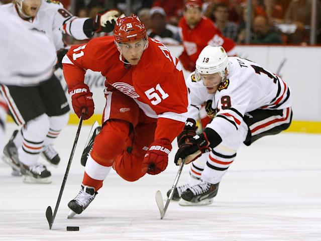DETROIT, MI - MAY 27: Valtteri Filppula #51 of the Detroit Red Wings tries to get around Jonathan Toews #19 of the Chicago Blackhawks in Game Six of the Western Conference Semifinals during the 2013 NHL Stanley Cup Playoffs at Joe Louis Arena on May 27, 2013 in Detroit, Michigan. Chicago won the game 4-3 to tie the series 3-3. (Photo by Gregory Shamus/Getty Images)