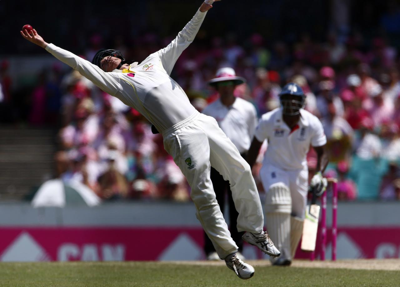 Australia's George Bailey makes a catch to dismiss England's Kevin Pietersenduring the third day of the fifth Ashes cricket test at the Sydney cricket ground January 5, 2014. REUTERS/David Gray (AUSTRALIA - Tags: SPORT CRICKET)
