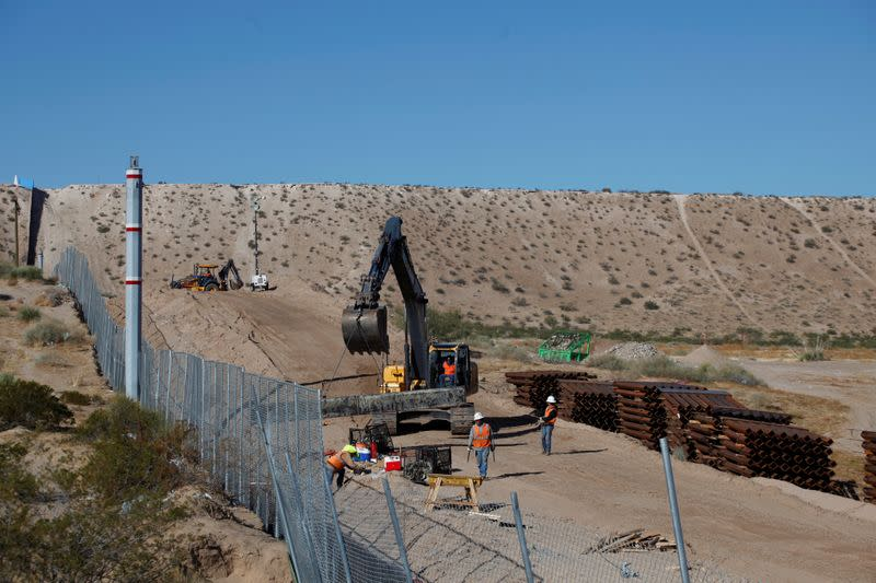 FILE PHOTO: U.S. workers build a section of the U.S.-Mexico border wall at Sunland Park, U.S. opposite the Mexican border city of Ciudad Juarez