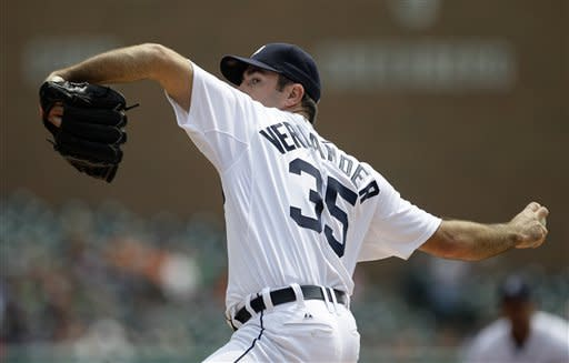 Detroit Tigers pitcher Justin Verlander throws against the Kansas City Royals in the first inning of a baseball game in Detroit, Wednesday, May 2, 2012. (AP Photo/Paul Sancya)