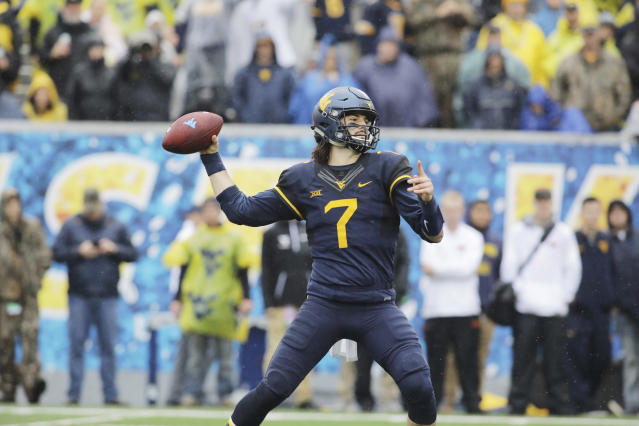 "West Virginia quarterback <a class=""link rapid-noclick-resp"" href=""/ncaaf/players/238451/"" data-ylk=""slk:Will Grier"">Will Grier</a> (7) during the first half/second half of an NCAA college football game, Saturday, Oct. 28, 2017, in Morgantown, W.Va. (AP Photo/Raymond Thompson)"