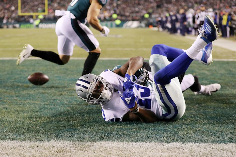 PHILADELPHIA, PENNSYLVANIA - DECEMBER 22: Michael Gallup #13 of the Dallas Cowboys is unable to catch a pass in the end zone as he is defended by Sidney Jones #22 of the Philadelphia Eagles during the fourth quarter in the game at Lincoln Financial Field on December 22, 2019 in Philadelphia, Pennsylvania. (Photo by Patrick Smith/Getty Images)