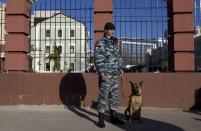 Russian police officer stands on a street in Sochi December 30, 2013. The International Olympic Committee has no doubt Russian authorities will be able to provide security at the Winter Olympics, a spokeswoman said on Monday after two bomb blasts killed tens of people in the Russian city of Volgograd. REUTERS/Maxim Shemetov (RUSSIA - Tags: SPORT OLYMPICS CRIME LAW DISASTER)