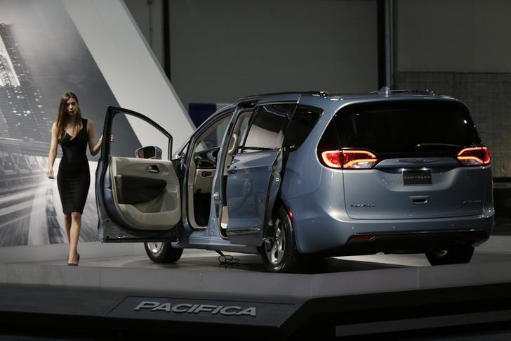 A 2017 Chrysler Pacifica is seen at the Washington Auto Show in Washington January 29, 2016. REUTERS/Gary Cameron/File Photo