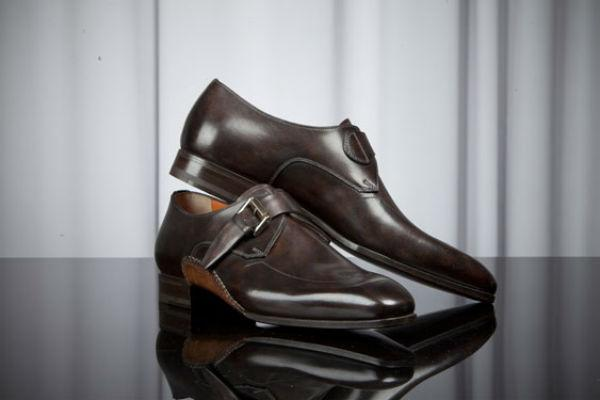 <strong>3. Dark Brown Shoes:</strong> <br />Just like a gray suit, dark brown leather shoes cannot be kept away from the style wardrobe. Your suit might be khaki or any other classy fabric, rely on your gray suit to make you look good.