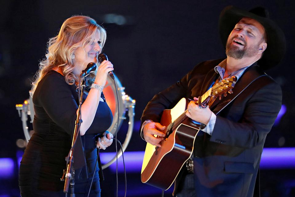 Trisha Yearwood and Garth Brooks honored Dolly Parton with a joint performance in 2019. (Photo: REUTERS/Mario Anzuoni)