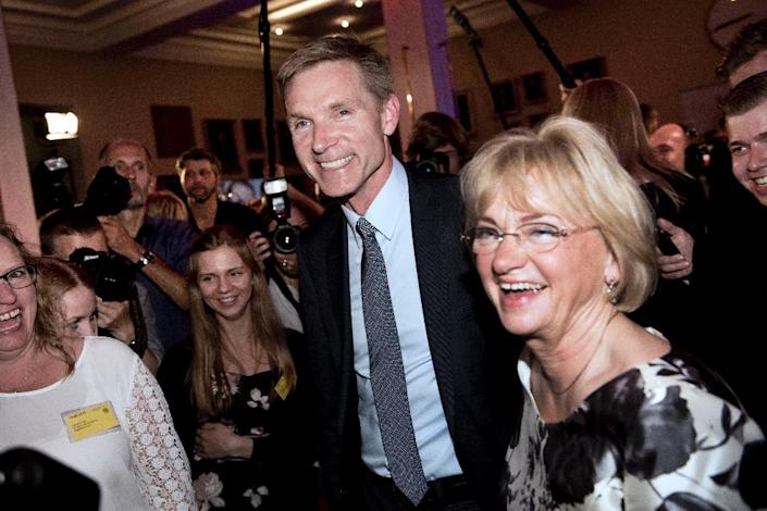 Danish People's Party leader Kristian Thulesen Dahl and his predecessor Pia Kjaersgaard (right) arrive at an election party in Copenhagen, on June 18, 2015 (AFP Photo/Linda Kastrup)
