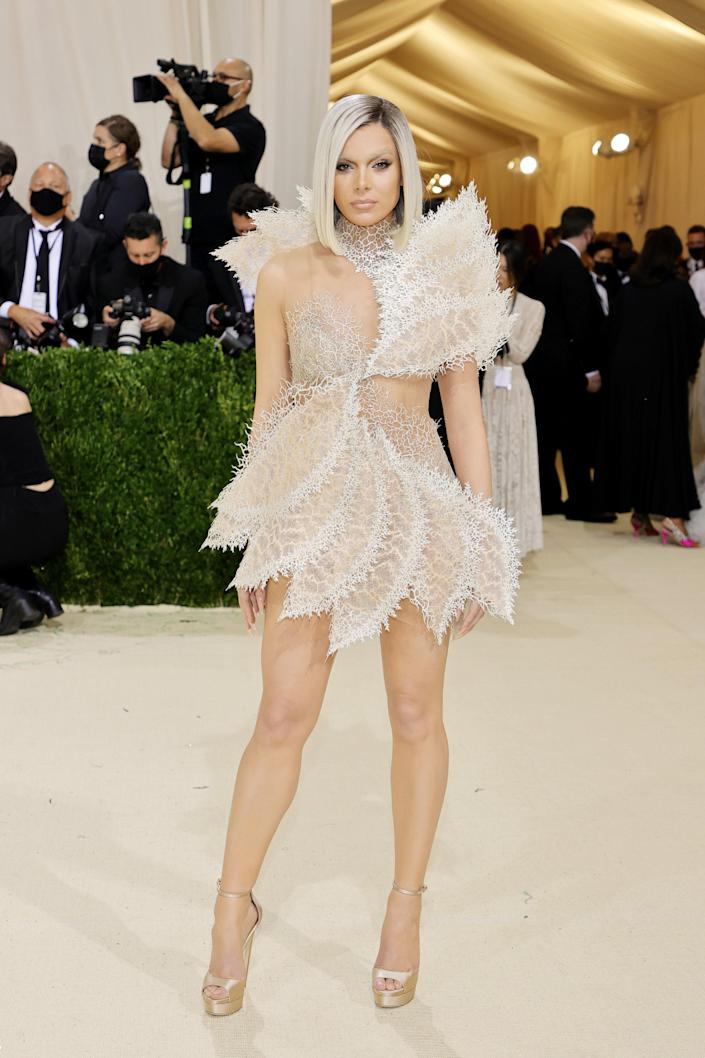 """<h1 class=""""title"""">Hailee Steinfeld in Iris van Herpen and Jimmy Choo shoes</h1><cite class=""""credit"""">Photo: Getty Images</cite>"""