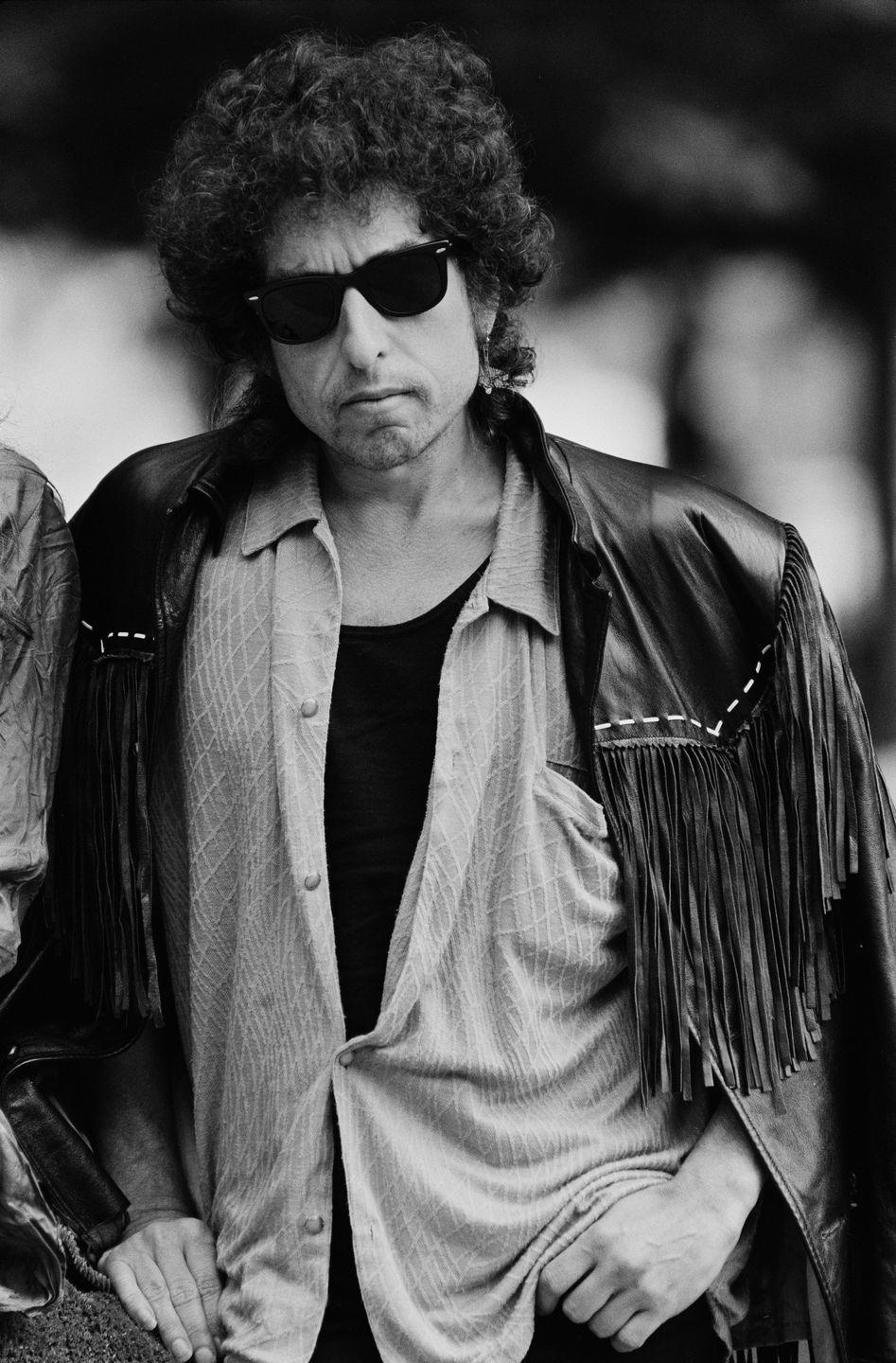 <p>Bob Dylan outside the National Film Theatre in London, where his film <em>Hearts of Fire</em> was showing in 1986.</p>