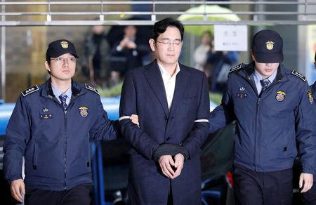 FILE PHOTO - Samsung Group chief, Jay Y. Lee arrives at the office of the independent counsel team in Seoul, South Korea, February 22, 2017. REUTERS/Kim Hong-Ji/File Photo