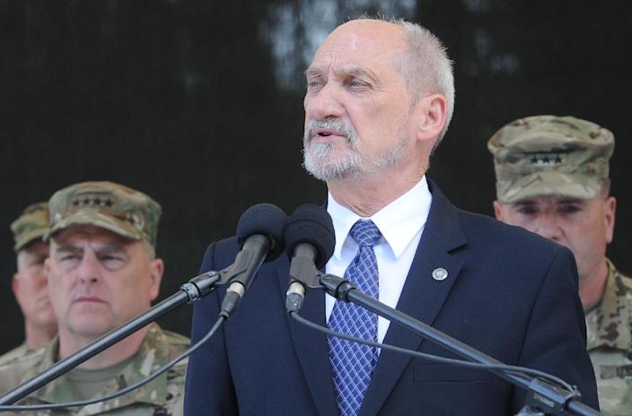 Polish Defence Minister Antoni Macierewicz says he wants to stamp out all traces of the communist era by blocking promotions of servicemen who joined before the fall of the Iron Curtain in 1989 (AFP Photo/MAREK JEZIERSKI)