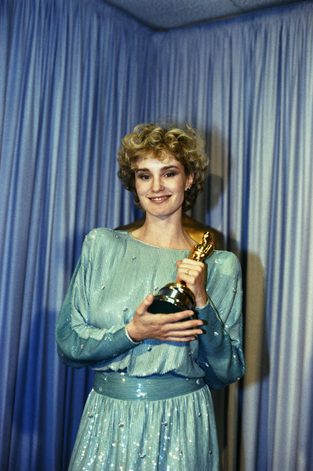 Jessica Lange backstage at the 1982 Academy Awards Ceremony with the Oscar that she won for Best Actress in a Supporting Role for her role in Tootsie (Credit: Getty)