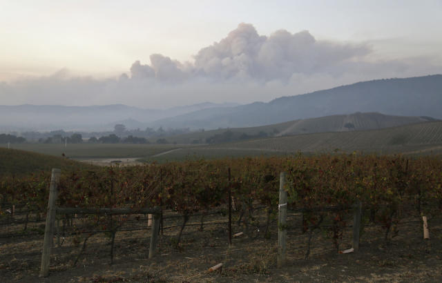 <p>Smoke from wildfires in the Sonoma Valley makes its way toward the Napa Valley, in this view from the Carneros wine region, Tuesday, Oct. 10, 2017, in Napa, Calif. (Photo: Eric Risberg/AP) </p>