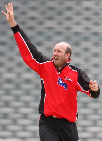 AUCKLAND, NEW ZEALAND - DECEMBER 27: Chris Harris of Canterbury appeals for a lbw during the State Shield match between the Auckland Aces and the Canterbury Wizards at Eden Park on December 27, 2008 in Auckland, New Zealand.  (Photo by Hannah Johnston/Getty Images)