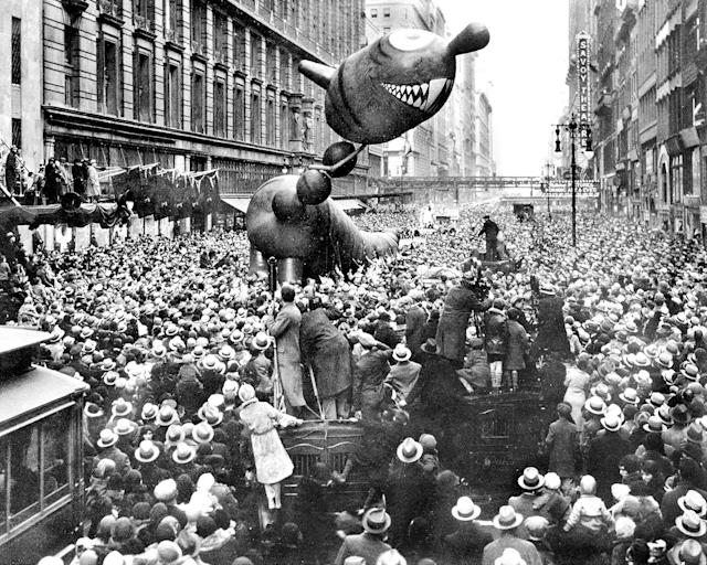 <p>A not-too-ferocious dragon caught fancy of crowd at 1931 Macy's Thanksgiving Day Parade, Nov. 21,1931. (Photo: New York Daily News Archive/Getty Images) </p>