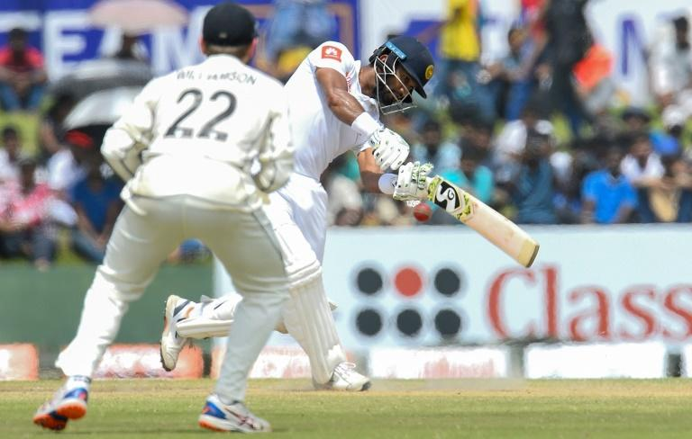 Sri Lanka captain Dimuth Karunaratne (R) enjoyed a record-equalling opening partnership of 161 with Lahiru Thirimanne
