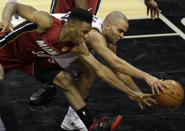 Miami Heat guard Norris Cole (30) and San Antonio Spurs guard Tony Parker go after a loose ball during the second half in Game 1 of the NBA basketball finals on Thursday, June 5, 2014 in San Antonio. (AP Photo/Tony Gutierrez)