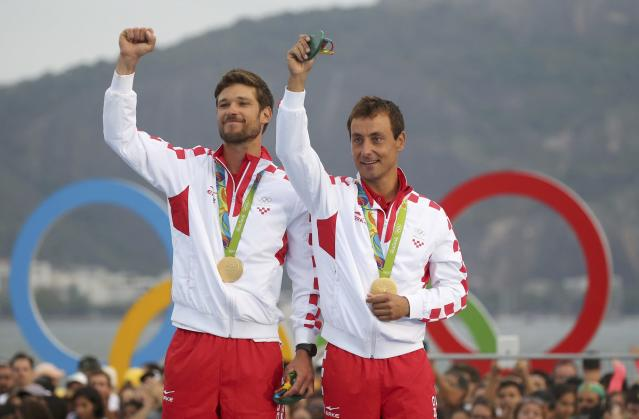 2016 Rio Olympics - Sailing - Victory Ceremony - Men's Two Person Dinghy - 470 - Victory Ceremony - Marina de Gloria - Rio de Janeiro, Brazil - 17/08/2016. Sime Fantela (CRO) of Croatia and Igor Marenic (CRO) of Croatia pose with their gold medals. REUTERS/Brian Snyder FOR EDITORIAL USE ONLY. NOT FOR SALE FOR MARKETING OR ADVERTISING CAMPAIGNS.