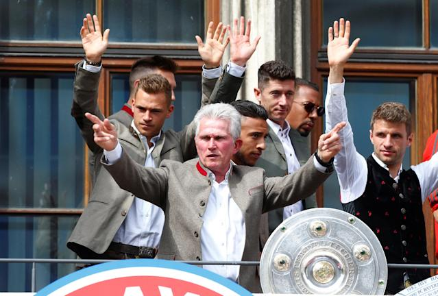 Soccer Football - Bayern Munich Trophy Presentation - Town Hall, Munich, Germany - May 20, 2018 Bayern Munich coach Jupp Heynckes, Joshua Kimmich, Robert Lewandowski and Thomas Mueller with the Bundesliga trophy during the presentation REUTERS/Michaela Rehle
