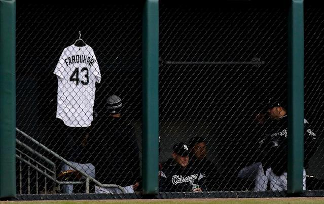 The jersey of Danny Farquhar of the Chicago White Sox, who is fighting for his life after emergency surgery to reduce swelling from a brain hemorrhage, hangs on the bullpen fence (AFP Photo/Jon Durr)