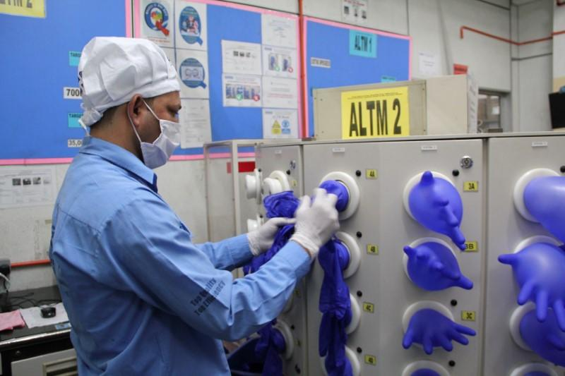 Amid virus crisis, U.S. bars imports of Malaysia's Top Glove over labour issues