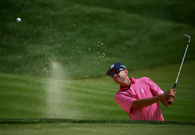 Davis Love III of the United States hits a shot from a greenside bunker during a practice round prior to the start of the 96th PGA Championship at Valhalla Golf Club on August 6, 2014 in Louisville, Kentucky (AFP Photo/Andy Lyons)