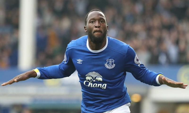 Romelu Lukaku celebrates scoring Everton's fourth goal in their topsy-turvy game against Leicester City at Goodison Park