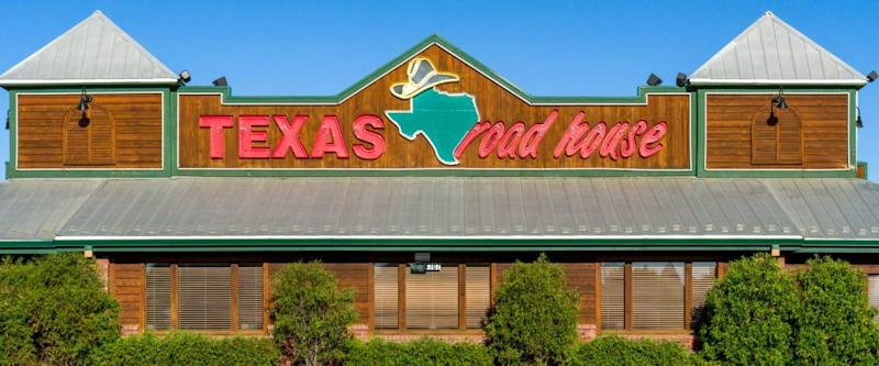 SIOUX FALLS, SD/USA - JUNE 4, 2017: Texas Roadhouse exterior sign and logo. Texas Roadhouse is an American chain restaurant that specializes in steaks and promotes a Western theme.