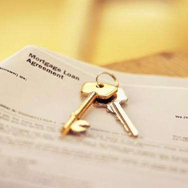 House-keys-on-mortgage-agreement_web