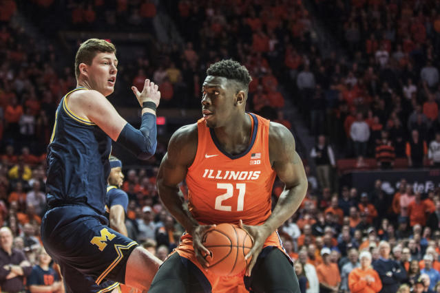 After drawing an and-one foul under the hoop, Illinois center Kofi Cockburn accidentally punched official Lewis Garrison square in the head on Wednesday. (AP/Holly Hart)