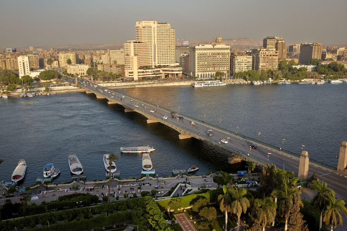 Traffic drives along a bridge spanning the river Nile, in Cairo, Egypt, on Friday, Aug. 7, 2015. The Suez canal extension and other construction projects have boosted the economy, which grew above 4 percent in the nine months to March for the first time since 2010. Photographer: Shawn Baldwin
