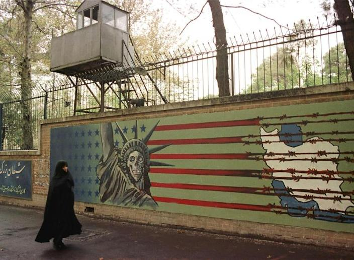 """Iranians are to celebrate the hostage crisis with the unveiling of freshly painted murals on the walls of the former US embassy in Tehran, now a museum chronicling US """"arrogance"""" around the world (AFP Photo/HENGHAMEH FAHIMI)"""